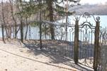 Июль 2009 г. | Идут проверки по факту незаконного перегораживания побережья Чайного озера в Токсово (© www.toksov.spb.ru)