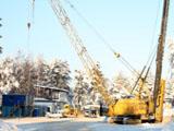 На берегу Курголовского озера продолжаются подготовительные работы строительства спортивного центра, начатые в конце прошлого года (© www.toksov.spb.ru)