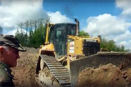 Сотрудники Морозовского военного лесничества и токсовские активисты остановили незаконные земляные работы вблизи озера Тёмное в п. Новое Токсово (июнь 2017 года)