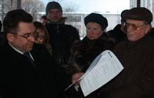 Из-за халатности Администрации Токсово не состоялись публичные слушания по строительству ФТЦ. Пришедшие граждане остались мерзнуть на улице у закрытых дверей...