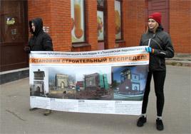 23 октября 2016 года в Токсово прошло пикетирование в защиту исторического облика станционной водонапорной башни 1917 года ( © www.toksov.spb.ru)